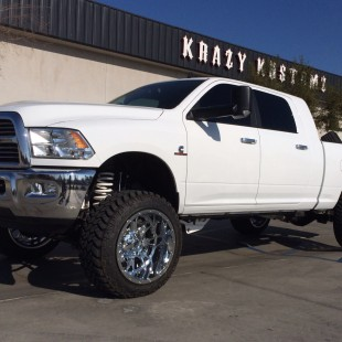 2014 Dodge 3500 6in lift 35in tires on 22 in wheels